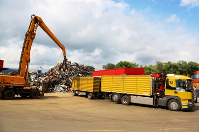 Jetzt Container-/Kran-LKW bestellen! Wir liefern gerne.