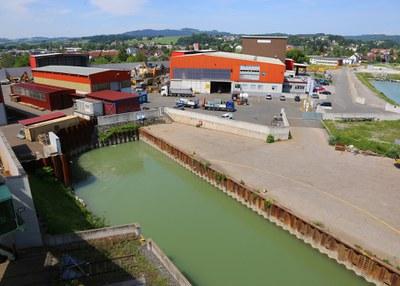 1995 | Schaufler eröffnet den firmeneigenen öffentlichen Donauhafen.