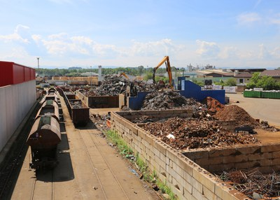 2007 | Der Standort Ybbs erhält eine neue 1.000-Tonnen-Schrottschere.