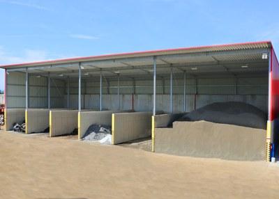 2017 | Eine Flugdachhalle zur Lagerung von Spänen wird errichtet.